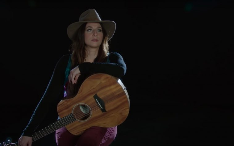 Chelsea Peretti drops new EP 'Foam and Flotsam'