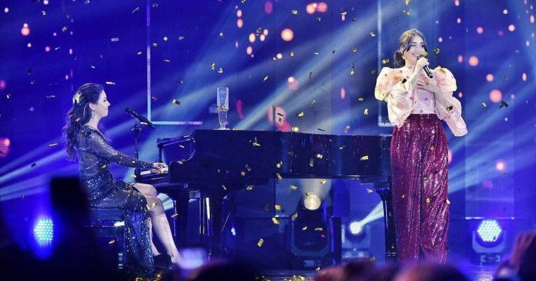 "Elisa performing ""Medo de sentir"" at Portugal's national selection show."