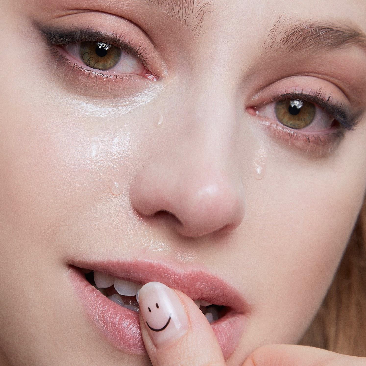 "Betta Lemme - ""Cry"" single artwork"